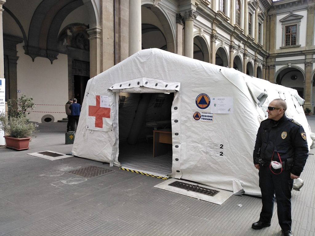 Ospedale di Firenze -S.M. Nuova, tenda Covid